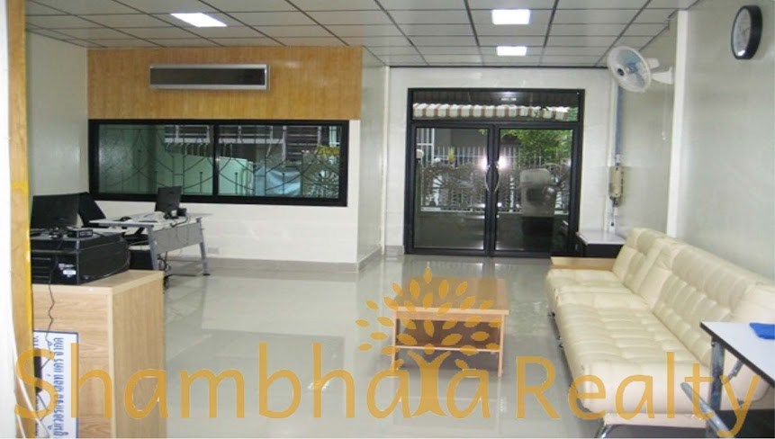 Townhouse for Rent: Sukhumvit 22, 3 Bedroom - Town House - Watthana -