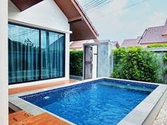 House for sale Huayyai Pattaya showing the private pool