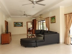 House for sale Jomtien showing the living room