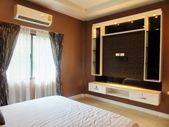 House for sale East Pattaya showing the master bedroom with media wall