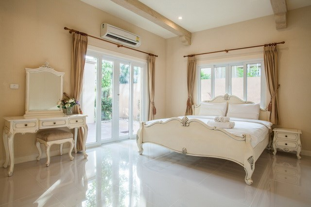 House for sale East Pattaya showing the master bedroom