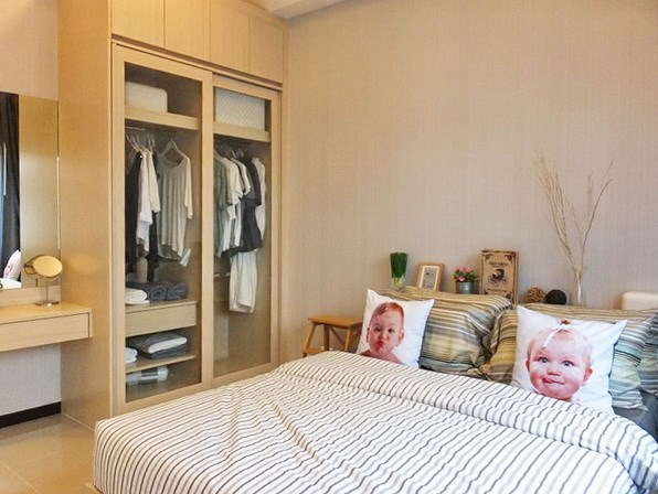 House for sale Huayyai Pattaya showing the second bedroom with builtin wardrobe concept