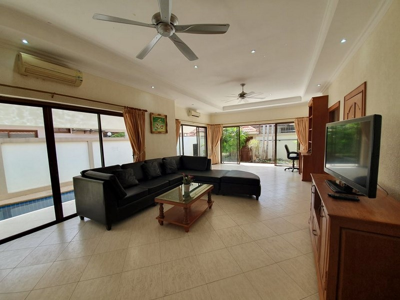 House for sale Jomtien showing the living area with pool view