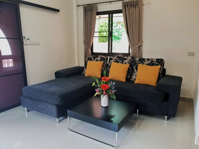 House For sale East Pattaya showing the living area and entrance